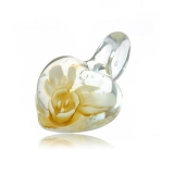 Přívěšek průsvitné srdce 3D se žlutou kytkou