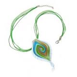 Náhrdelník sklo zelený, přívěšek skleněný list zvlněný s bílým o